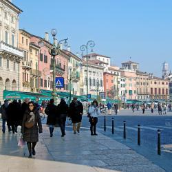 จัตุรัส Piazza Bra