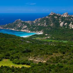 Corsica โรงแรมหรู 97 แห่ง