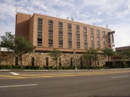 Adria Hotel and Conference Center, ควีนส์