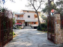 Villa Robinia, マッサフラ