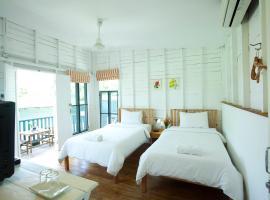 Sunshine Inn Resort, Khao Lak