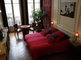 A Room In Paris, ปารีส