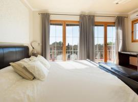 Three-Bedroom Apartment in Mallorca with Pool XLV, มูโร