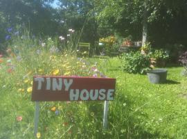 """Tiny House """"Les Vallées"""", Saint-Quentin-sur-le-Homme"""