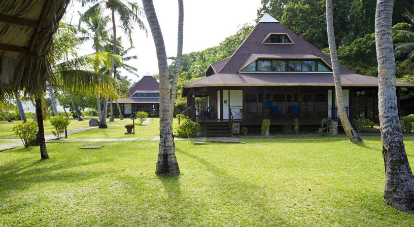 Отель 4 зведы на пляже Anse Gouvernement