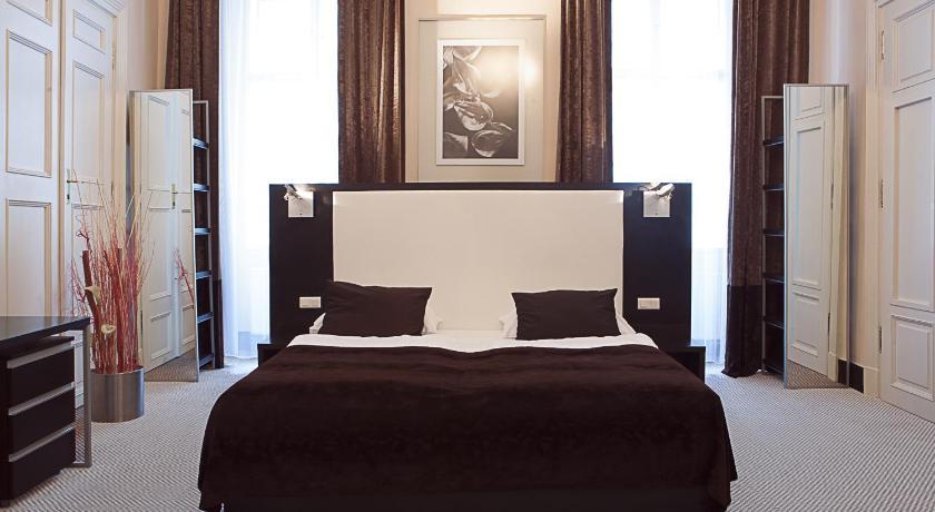 Old town square hotel prague 1 czech republic great for Old town square hotel prague