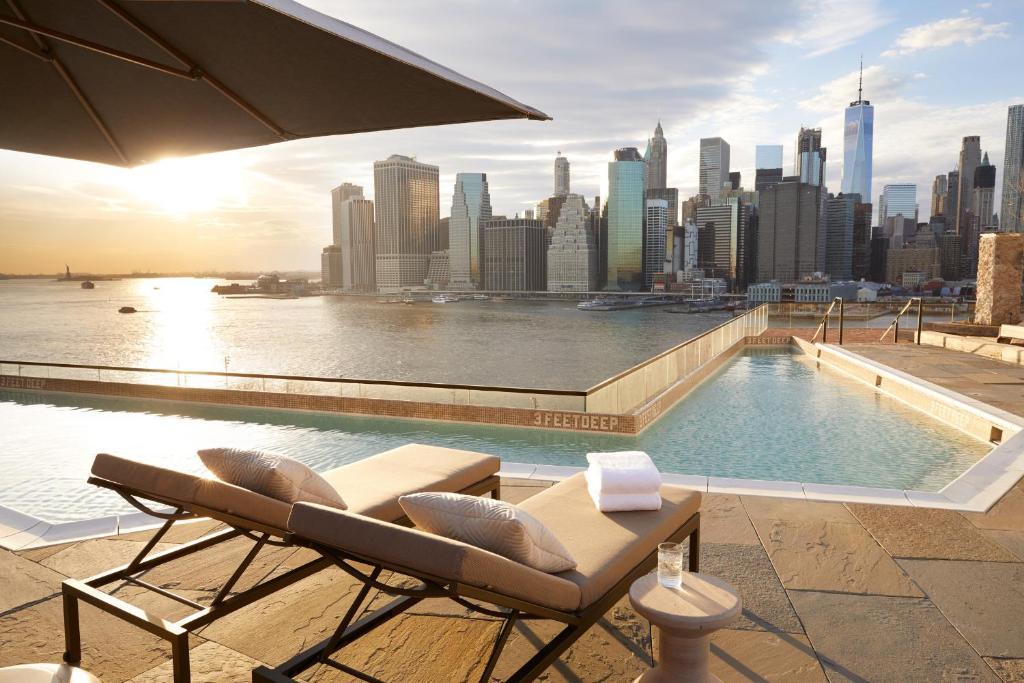 สระว่ายน้ำที่อยู่ใกล้ ๆ หรือใน 1 Hotel Brooklyn Bridge