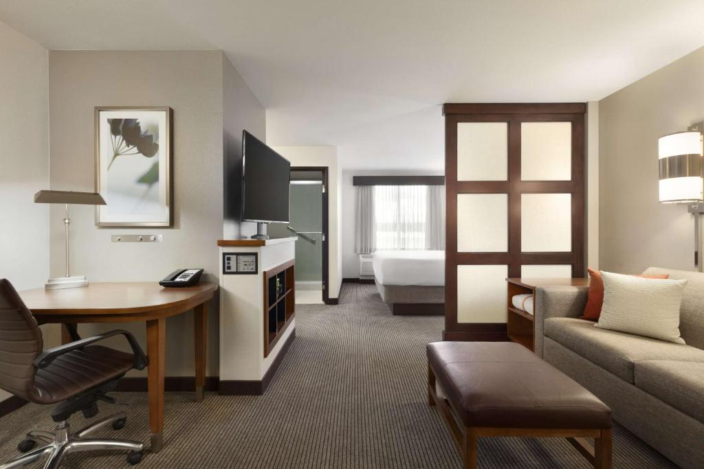 A room at Hyatt Place Portland Airport/Cascade Station.