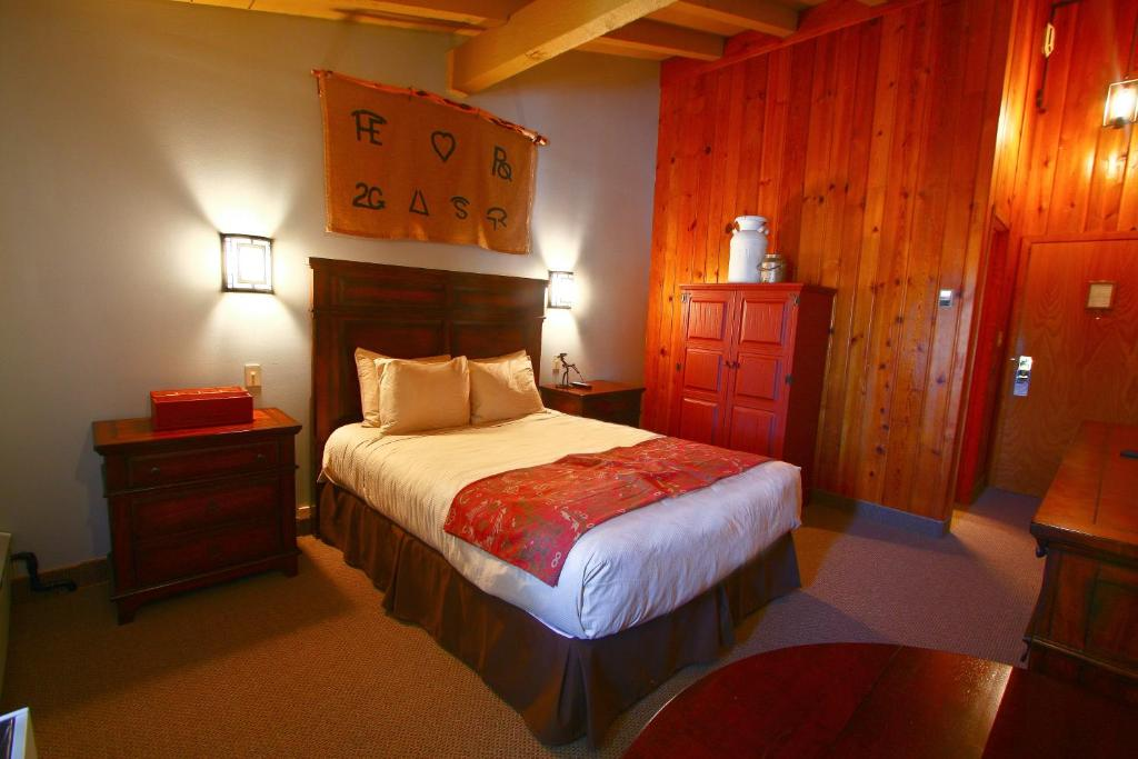 A room at the Dude Rancher Lodge.