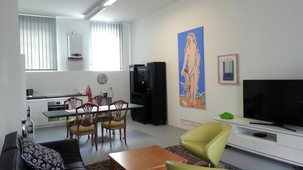 โทรทัศน์และ/หรือระบบความบันเทิงของ Art Apartment Winterhafen