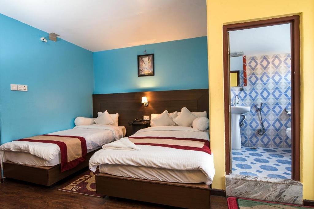 เตียงในห้องที่ Hotel Rosemary Homes