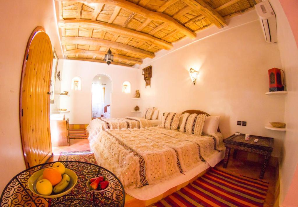 เตียงในห้องที่ Hotel Babylon Dades