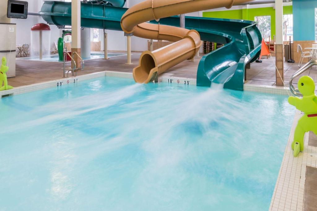 Indoor water park at the Wingate by Wyndham Missoula Airport.