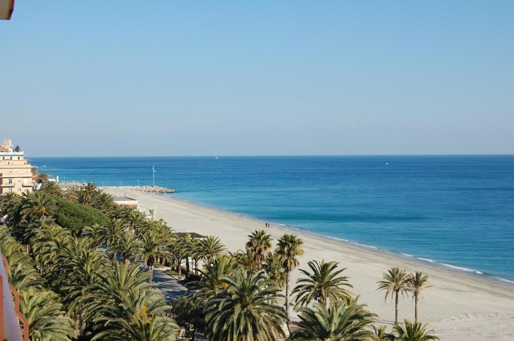 4 komnatnpya apartment on the coast of Finale Ligure tstsena in rubles