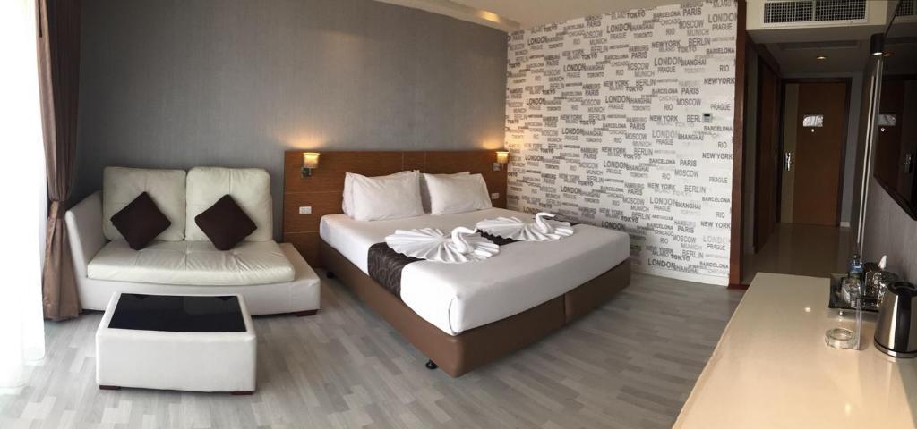 เตียงในห้องที่ Tanzeno Hotel Nongkhai