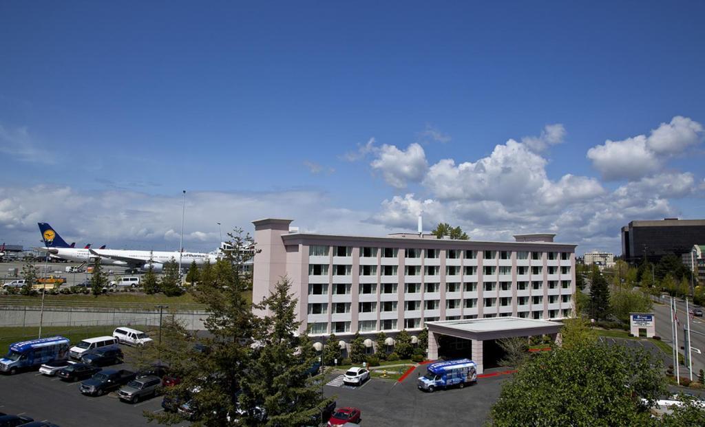 Coast Gateway Hotel.