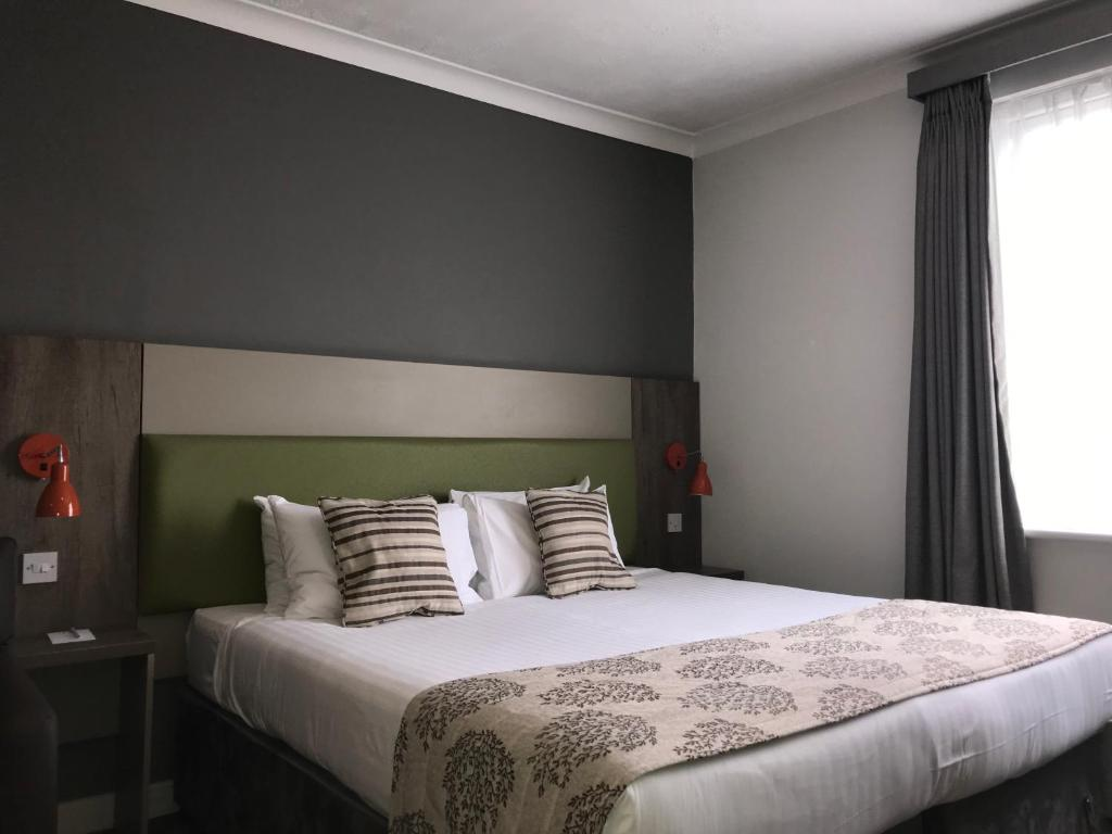 A room at the Epping Forest Hotel.