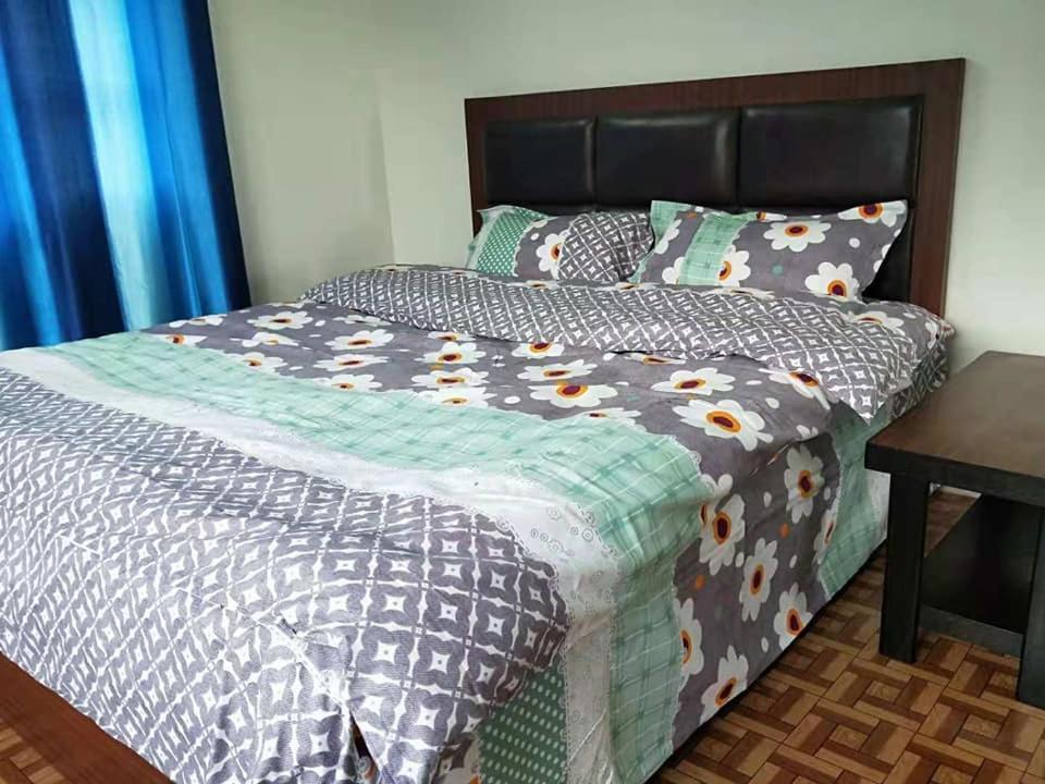 เตียงในห้องที่ Nepal Expats Hostel