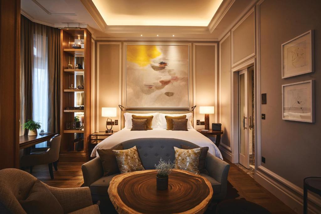 A room at the Belmond Cadogan Hotel.