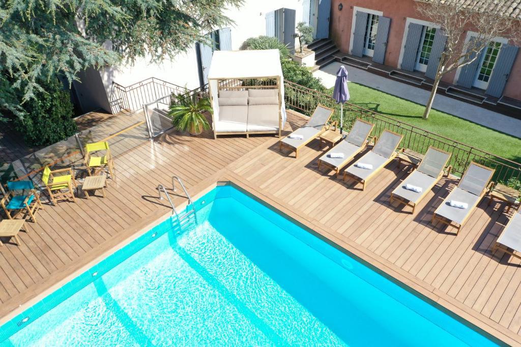 สระว่ายน้ำที่อยู่ใกล้ ๆ หรือใน Les Jardins de Cassis