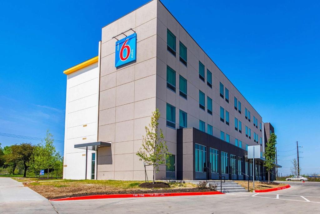 Motel 6 Austin Airport.