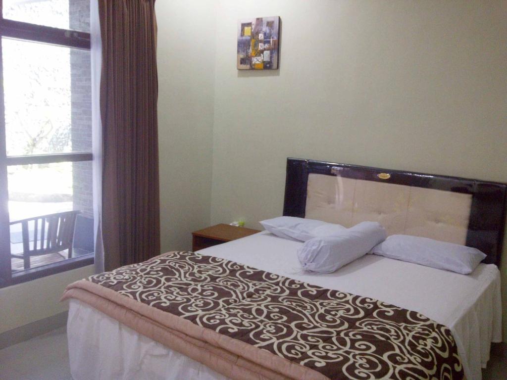 Een bed of bedden in een kamer bij GM Bali Guest House