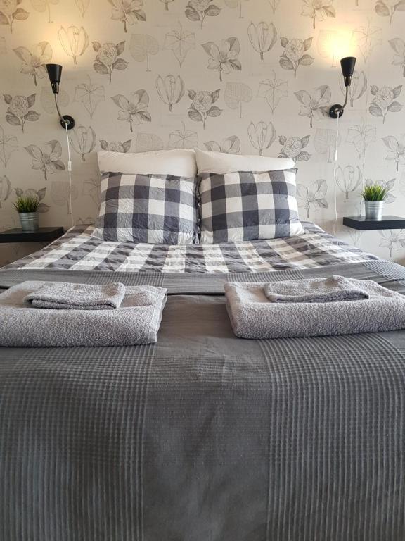 เตียงในห้องที่ Bröttorp