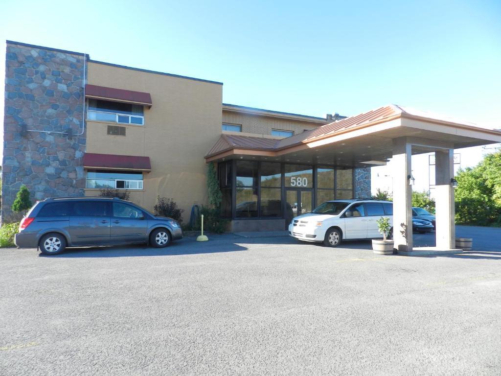 L'Auberge de L'Aeroport Inn.