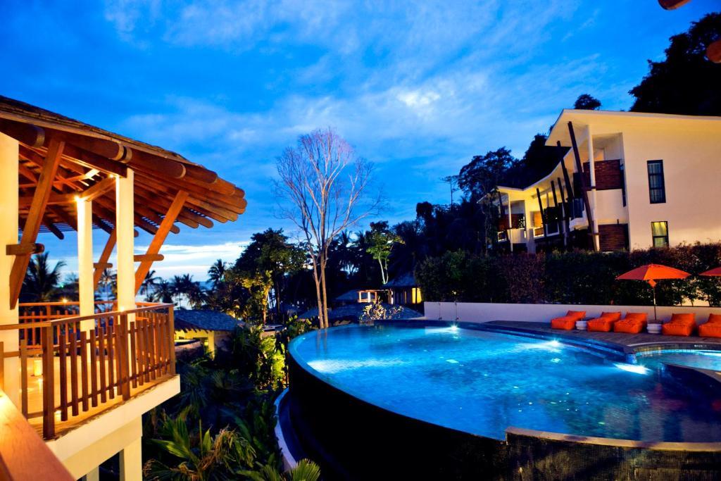 สระว่ายน้ำที่อยู่ใกล้ ๆ หรือใน Cham's House