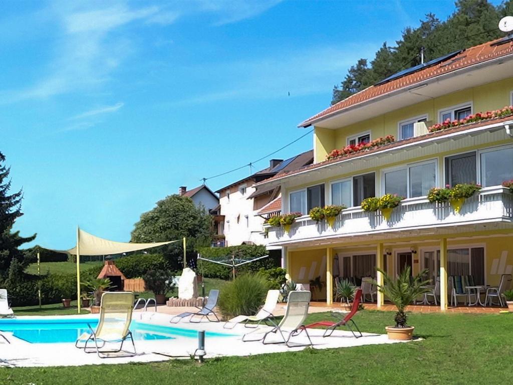 สระว่ายน้ำที่อยู่ใกล้ ๆ หรือใน Ferienwohnungen Brezjak