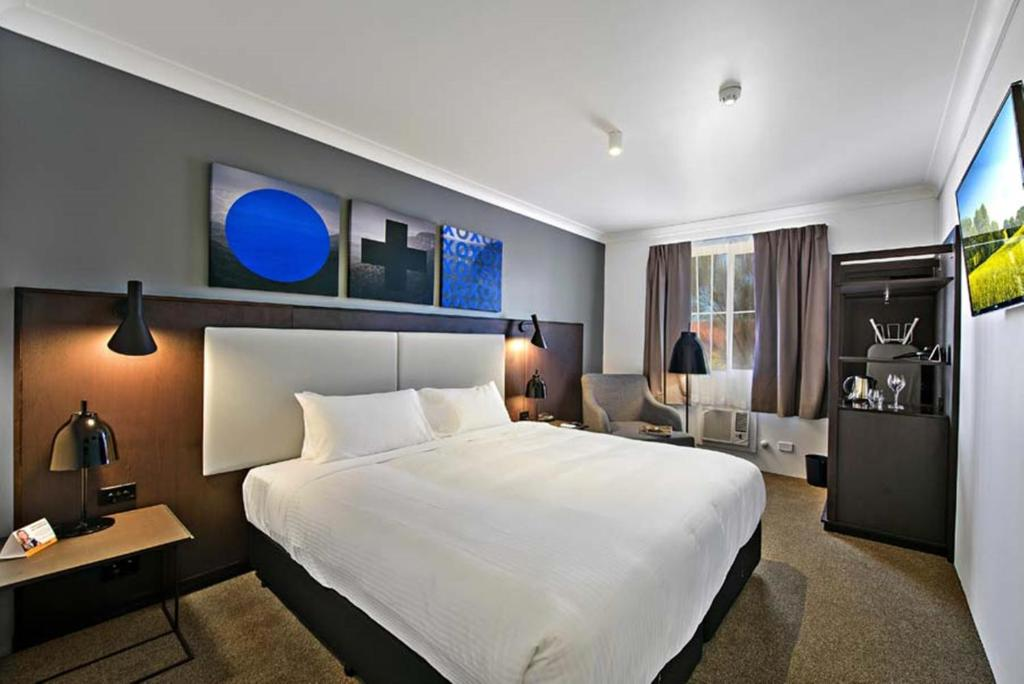 A room at the Quality Inn CKS Sydney Airport.