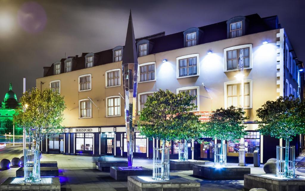 Отели возле вокзала Дублина: Beresford Hotel