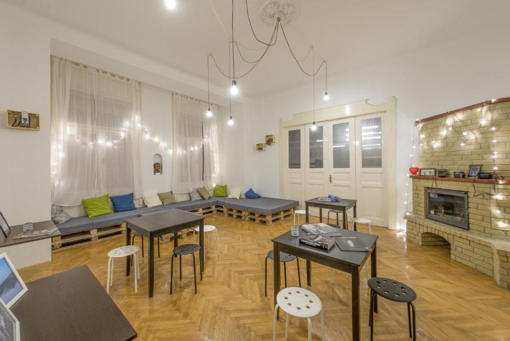 ห้องอาหารหรือที่รับประทานอาหารของ Art Photography Hostel Budapest