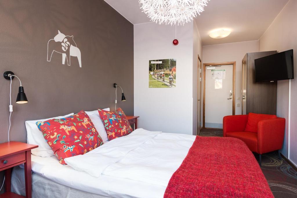 เตียงในห้องที่ Hotell Fridhemsgatan