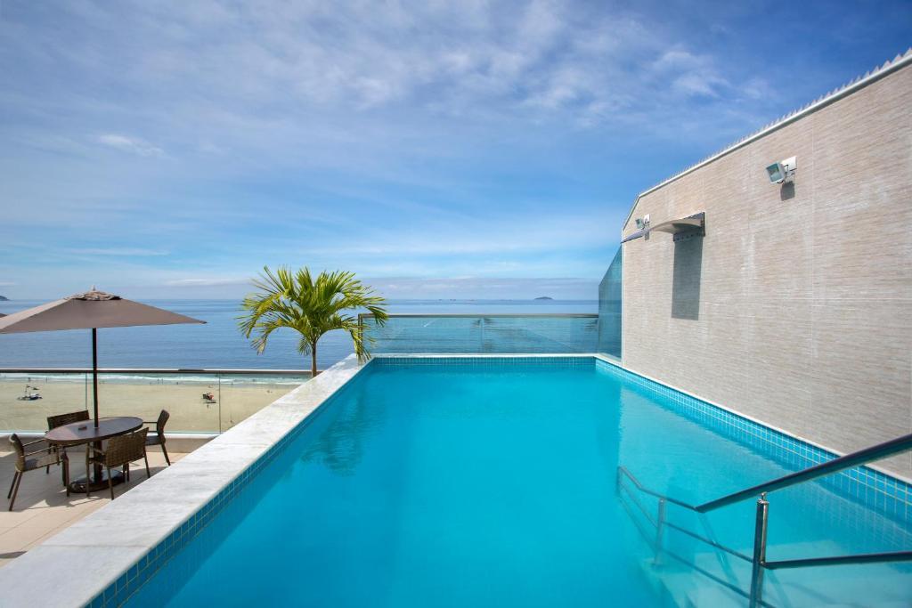 สระว่ายน้ำที่อยู่ใกล้ ๆ หรือใน Hotel Atlantico Praia