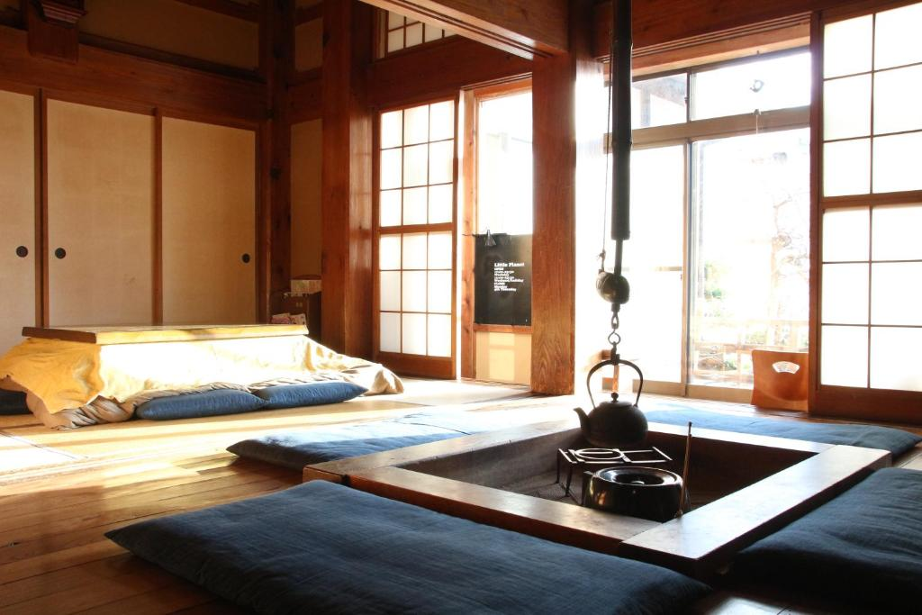 stay in a traditional japanese house 5 recommended guesthouses in kamakura. Black Bedroom Furniture Sets. Home Design Ideas