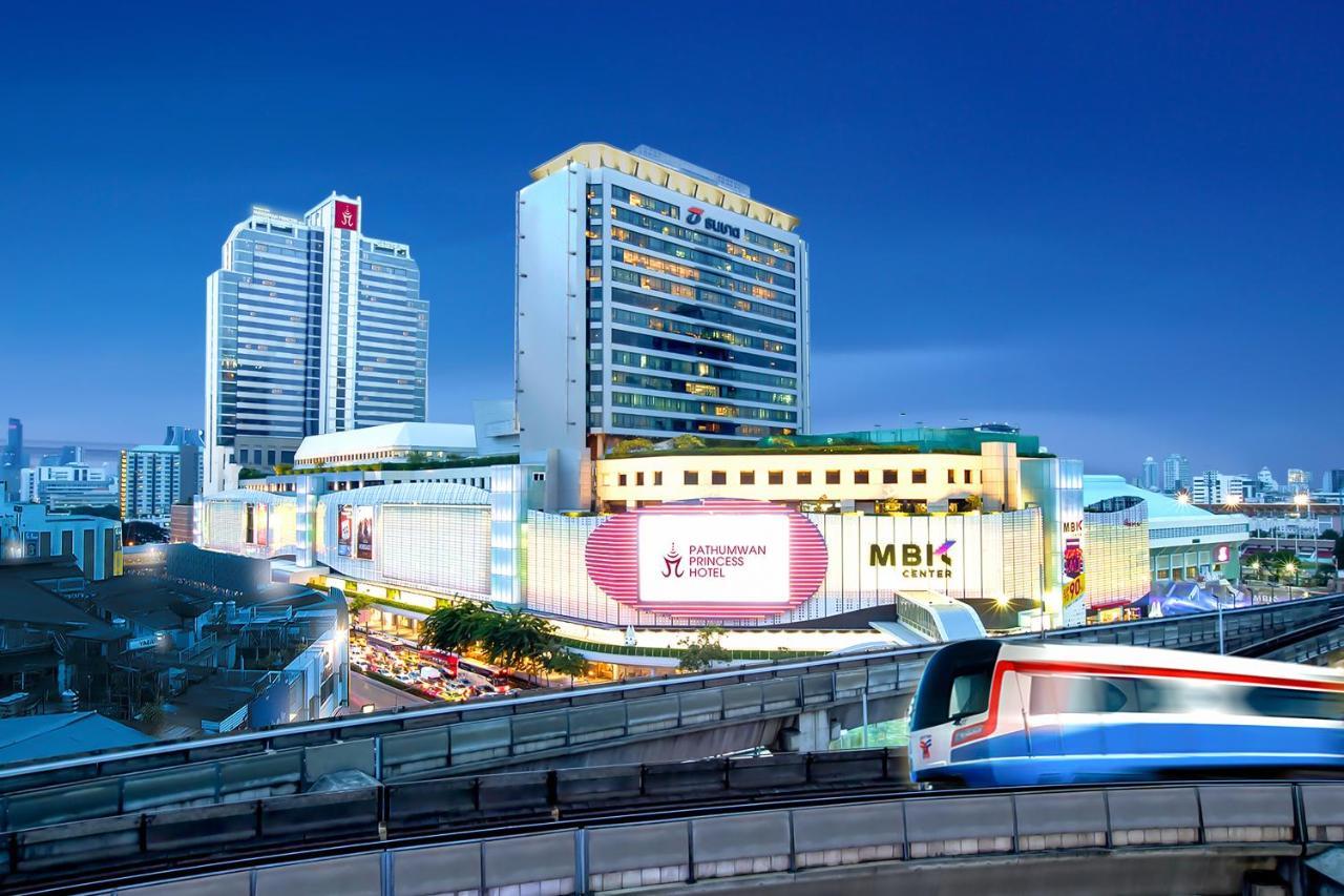 Превосходный 5-звездочный отель Pathumwan Princess, сочетающий в себе стильный интерьер и традиционное тайское гостеприимство, расположен рядом с торговым центром MBK, напротив площади Сиам. К услугам гостей 10 ресторанов, открытый бассейн и теннисный корт.