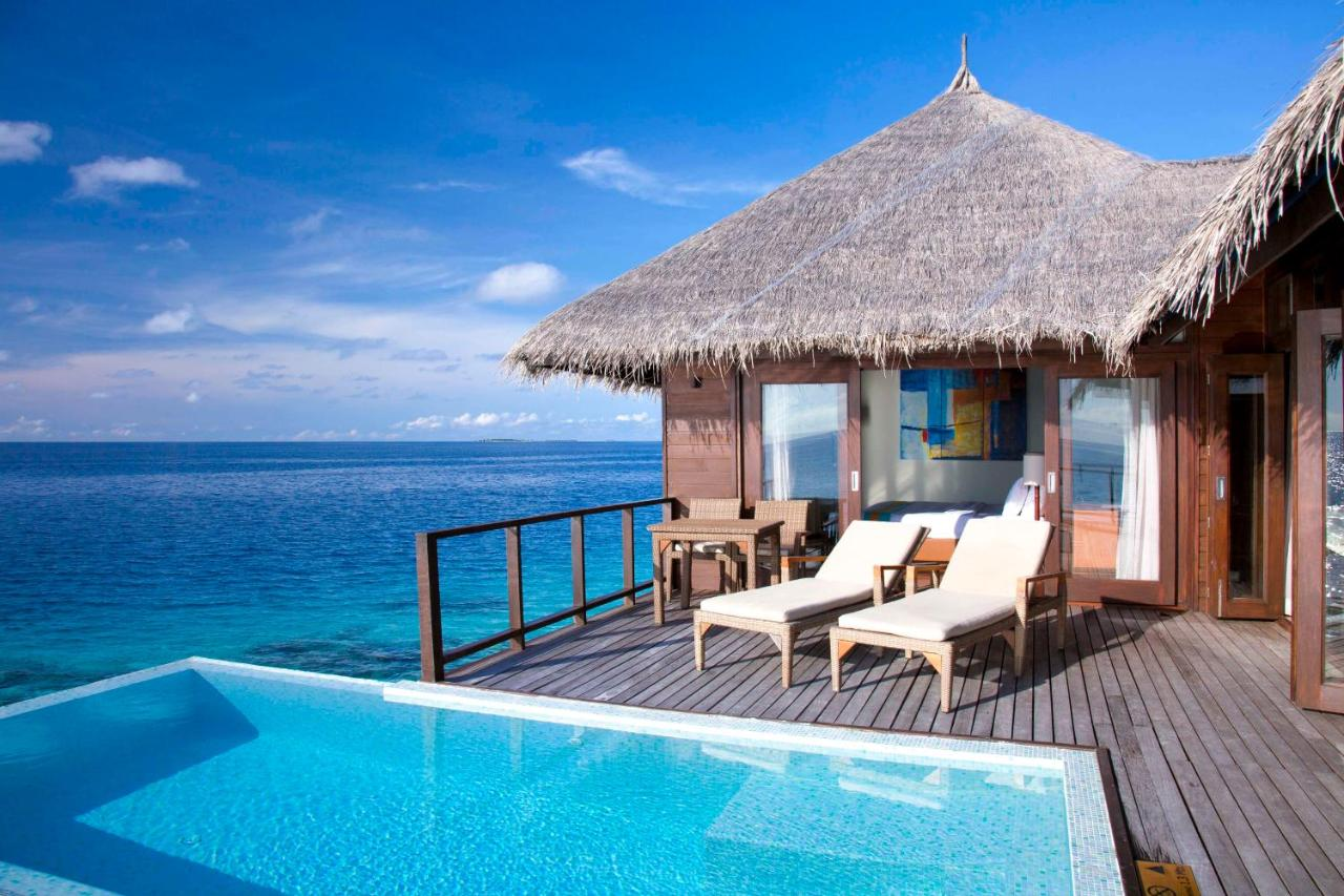 The luxurious villas at Coco Bodu Hithi feature flat-screen TVs, Chinese TV channels and DVD players. Hot coffee can be enjoyed at the outdoor decks or personal in-room bar. An electric kettle and personal safe are included. Free WiFi is available in rooms.