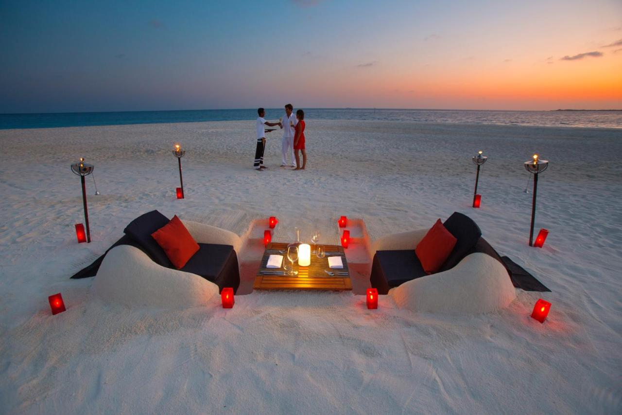 sunset dining velassaru