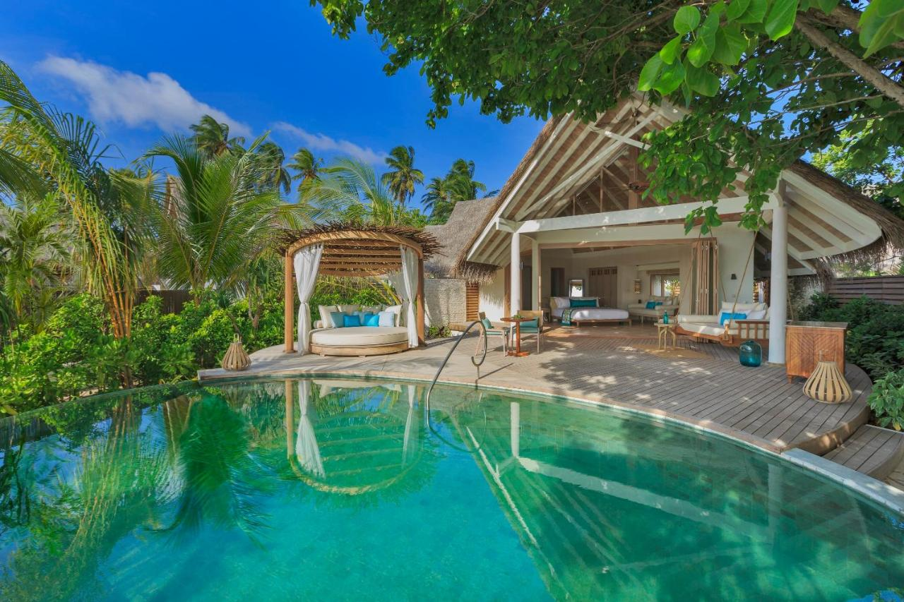 Offering barefoot informality, each of the spacious air-conditioned villas has its own private freshwater pool on the sundeck and opens up 180 degrees to allow the natural beauty of the island into the villa. All villas have ocean views.