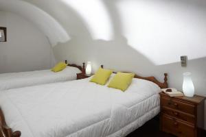 เตียงในห้องที่ Anna Traditional Apartments