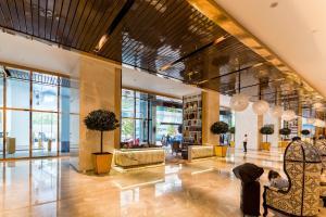ล็อบบี้หรือแผนกต้อนรับของ The Platinum Suites by LUMA