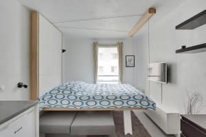 เตียงในห้องที่ L'Etudiant, studio à Courbevoie