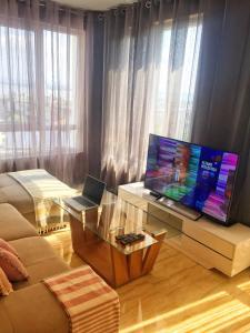 โทรทัศน์และ/หรือระบบความบันเทิงของ Sky Apartment