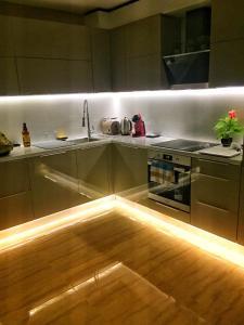 ครัวหรือมุมครัวของ Sky Apartment