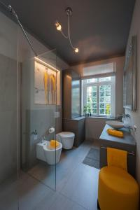 ห้องน้ำของ Ferienwohnung KunstQUARTIER03