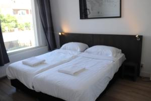 เตียงในห้องที่ Jordans Residence