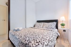 เตียงในห้องที่ Luxury 2br Business Suite