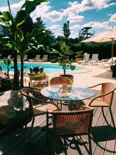 สระว่ายน้ำที่อยู่ใกล้ ๆ หรือใน Hotel La Chaumette