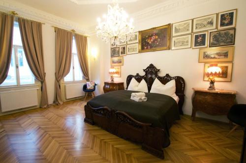 เตียงในห้องที่ 7th HEAVEN Vienna Center Apartments